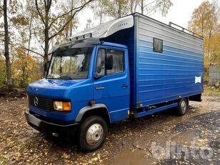 камион за превоз на коне MERCEDES-BENZ 709D